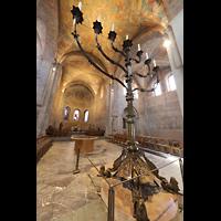 Braunschweig, Dom St. Blasii (Hauptorgel), Siebenarmiger Leuchter, Chorraum und Blick in die Vierung