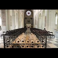 Braunschweig, Dom St. Blasii (Hauptorgel), Grabmahl Heinrichs des Löwen und seiner Gattin Mathilde mit Blick zur Orgel