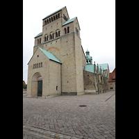 Hildesheim, Mariendom, Turm mit Hauptportal von Südwesten aus gesehen