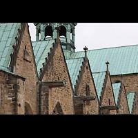 Hildesheim, Mariendom, Vierungskuppel und Giebel des südlichen Seitenschiffes