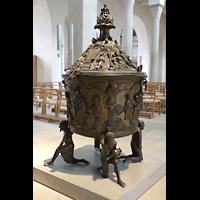 Hildesheim, Mariendom, Spätromanisches Taufbecken aus dem Jahr 1226