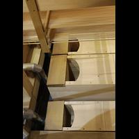 Hildesheim, Mariendom, Auf dem Orgelboden liegende Pfeifen des Untersatz 32'