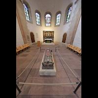 Hildesheim, St. Michaelis, Westchor mit Grabplatte Bernwards (14. Jh.) und Johannesaltar (1520)