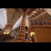 Hildesheim, St. Michaelis, Orgel und Innenraum in Richtung Ostchor