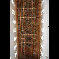 Hildesheim, St. Michaelis, Bemalte reich verzierte Holzdecke