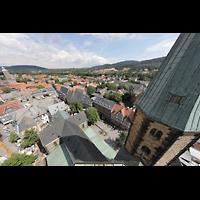 Goslar, Marktkirche St. Cosmas und Damian, Aussicht vom Nordturm nach Osten auf die Kirche, den Südturm und den Marktplatz
