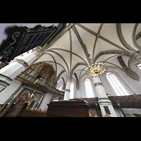Wolfenbüttel, Hauptkirche Beatae Mariae Virgine, Innenraum mit Orgel und Blick ins Gewölbe