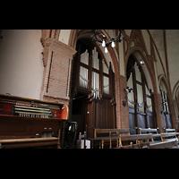 Berlin (Wedding), Stephanuskirche, Alter Spieltisch und Orgel seitlich