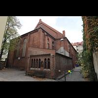 Berlin (Prenzlauer Berg), Ss.Corpus Christi Kirche, Außenansicht (Chorseite und nördliches Seitenschiff)