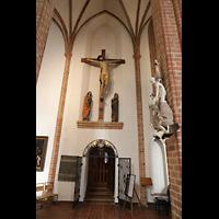 Berlin (Spandau), St. Nikolai, Kreuzigungsgruppe im nördlichen Seitenschiff