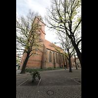 Berlin (Spandau), St. Nikolai, Außenansicht von Südwesten mit Reformationsplatz
