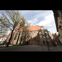 Berlin (Spandau), St. Nikolai, Außenansicht von Süden mit Reformationsplatz