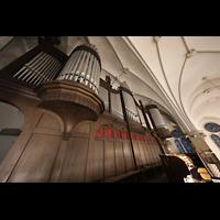Berlin (Prenzlauer Berg), Ss.Corpus Christi Kirche, Orgel mit Spieltisch seitlich