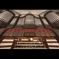 Berlin (Prenzlauer Berg), Ss.Corpus Christi Kirche, Spieltisch mit Orgel