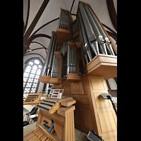 Berlin (Tiergarten), St. Paulus Dominikanerkloster, Orgel mit Spieltisch seitlich