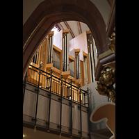 Berlin (Wilmersdorf), St. Ludwig, Blick durch die Seitenschiffsbögen zur Orgel