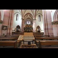 Berlin (Wilmersdorf), St. Ludwig, MIDI-Spieltisch im Chorraum mit Blick zur Orgel