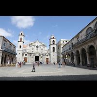 La Habana (Havanna), Catedral de San Cristóbal, Plaza de la Catedral, rechts der Palacio del Conde Lombillo