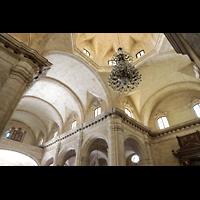 La Habana (Havanna), Catedral de San Cristóbal, Vierungskuippel mit großem Kristall-Leuchter