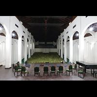 Santiago de Cuba, Auditorio Nuestra Señora de los Dolores, Innenraum mit Orchesterbühne und Sitzreihen