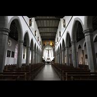 Ravensburg, Kath. Stadtkirche Liebfrauenkirche (Hauptorgel), Innenraum in Richtung Chor