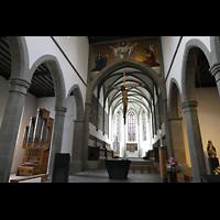 Ravensburg, Kath. Stadtkirche Liebfrauenkirche (Hauptorgel), Blick zum Chor mit Chororgel