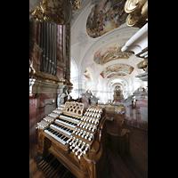 Weingarten, Basilika St. Martin - Große Orgel, Blick über den Spieltisch in die Basilika