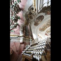 Weingarten, Basilika St. Martin - Große Orgel, Elfenbein-Registerzüge am Spieltisch und Glockenspiel in Weintraubenform