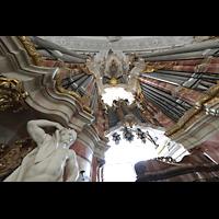 Weingarten, Basilika St. Martin - Große Orgel, Kunstvoll verziertes Hauptorgelgehäuse mit tragendem Atlanten