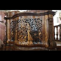 Weingarten, Basilika St. Martin - Große Orgel, Spieltisch mit schalldurchlässigem geschnitztem Gitter, in dem sich ein Glockenspiel befindet