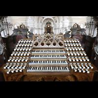 Weingarten, Basilika St. Martin - Große Orgel, Spieltisch der Gabler-Orgel mit Registerzügen und Tasten aus Elfenbein