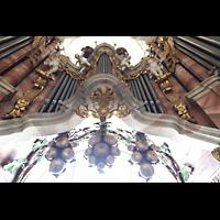 Weingarten, Basilika St. Martin - Große Orgel, Glockenspiel als Weintraube über dem Spieltisch und mittlerer Prospekt