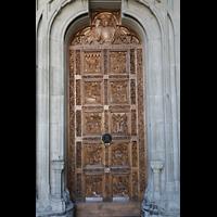 Konstanz, Münster unserer lieben Frau, Westportal - Tür mit reichen Holzschnitzereien