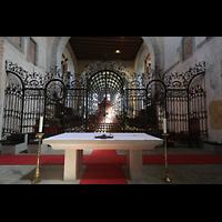 Reichenau - Mittelzell, Münster St. Maria und Markus, Altar, Chorgitter und dahinter der Heilig-Blut-Altar