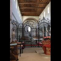 Reichenau - Mittelzell, Münster St. Maria und Markus, Innenraum in Richtung Westchor mit Chorgitter und Heilig-Blut-Altar