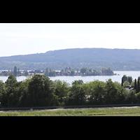 Reichenau - Niederzell, St. Peter und Paul, Blick von Allensbachüber den Bodensee zur Kirche Niederzell