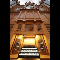 Schaffhausen, St. Johann, Orgel mit Spieltisch perspektivisch