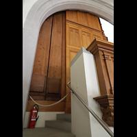 Schaffhausen, St. Johann, Pfeifen des Prinzipalbass 32' hinter der Orgel