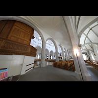 Schaffhausen, St. Johann, Blick durch die Seitenschiffe ins hauptschiff, links die Orgel