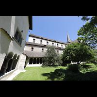Schaffhausen, Münster (ehem. Kloster zu Allerheiligen), Innenhof im Kreuzgang mit Blick zum südlichen Seitenschiff