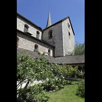 Schaffhausen, Münster (ehem. Kloster zu Allerheiligen), Innenhof im Kreuzgang mit Blick zum Querhaus