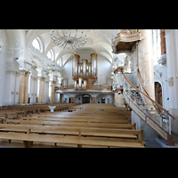 Frauenfeld, Kath. Stadtkirche St. Nikolaus, Blick an der Kanzel vorbei zur Orgel