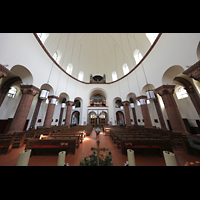 Berlin - Wilmersdorf, Maria unter dem Kreuz, Innenraum in Richtung Orgel