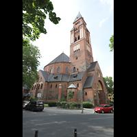 Berlin - Wilmersdorf, Maria unter dem Kreuz, Außenansicht mit Turm vom Bergheimer Platz (Südostseite) aus