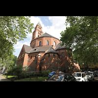 Berlin - Wilmersdorf, Maria unter dem Kreuz, Außenansicht mit Turm vom Bergheimer Platz (Nordwestseite) aus