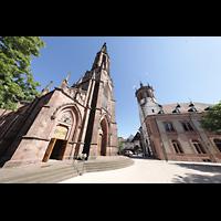 Bühl (Baden), Münster St. Peter und Paul (Chororgel), Außenansicht mit Turm, rechts dsa Rathaus 1