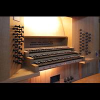 Bühl (Baden), Münster St. Peter und Paul (Chororgel), Spieltisch der Rieger-Orgel seitlich