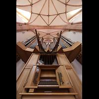 Bühl (Baden), Münster St. Peter und Paul (Chororgel), Spieltisch (unbeleuchtet) mit Orgel und Spanischen Trompeten