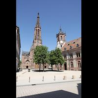 Bühl (Baden), Münster St. Peter und Paul (Chororgel), Blick von der Hauptstraße auf die Kirche, rechts das Rathaus 1