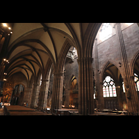 Freiburg, Münster unserer lieben Frau, Blick vom nördlichen Seitenschiff ins Hauptschiff